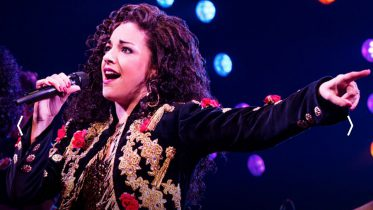 """On Your Feet"" (and in your seat) with a little Spanish-speaking help from Fantastico."